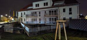 Haus C, Südseite nachts